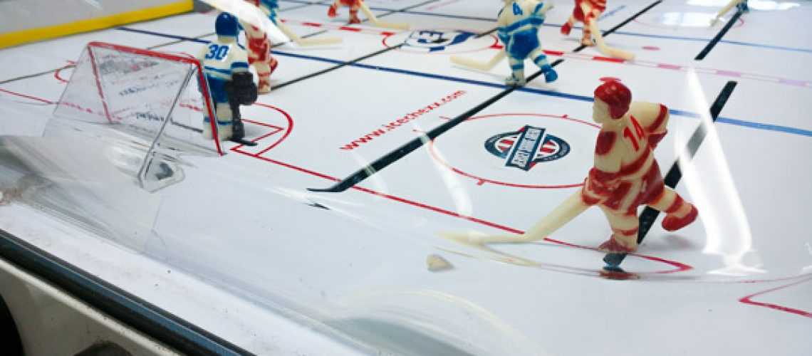 bubble-hockey-table